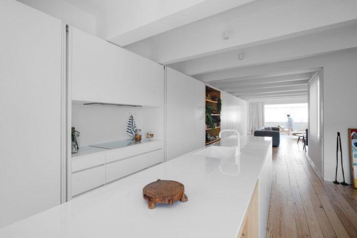 penthouse-lisbon-occupies-last-two-floors-building-10