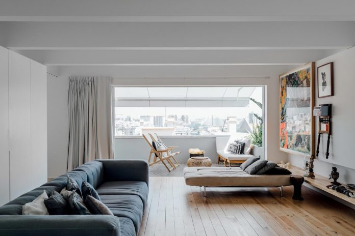 penthouse-lisbon-occupies-last-two-floors-building-11