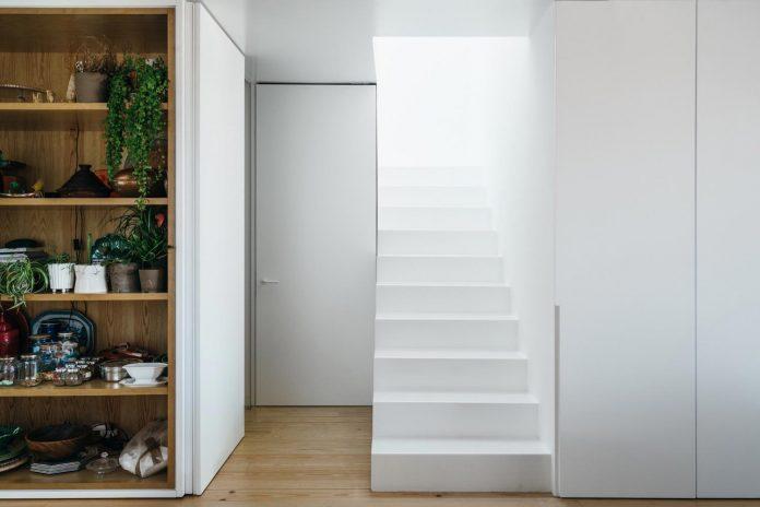 penthouse-lisbon-occupies-last-two-floors-building-12
