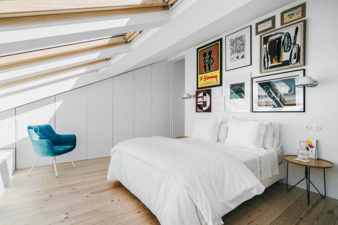 penthouse-lisbon-occupies-last-two-floors-building-16