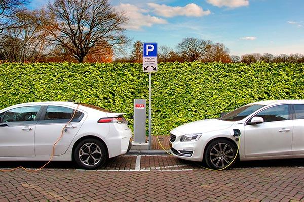 Francia y Alemania se alían para hacer baterías de coches eléctricos