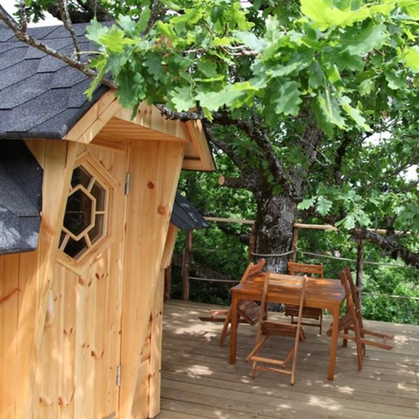 Cabane dans les arbres en Auvergne terrasse