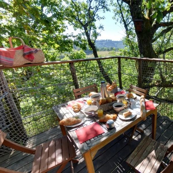Cabane dans les arbres Cantal petit déjeuner
