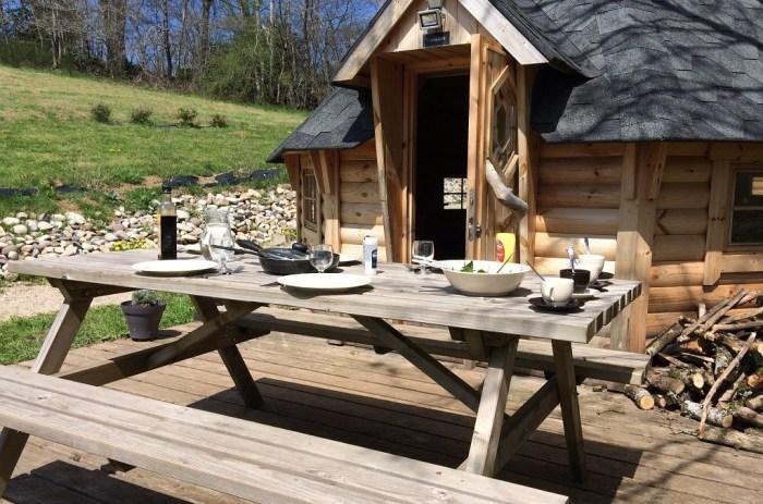 Cuisine terrasse cabane cantal Auvergne