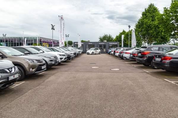 """Le marché des voitures d'occasion dans un """"moment étrange""""."""