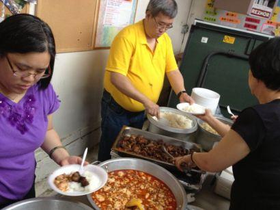 午餐於恩典華人宣道會 (1)