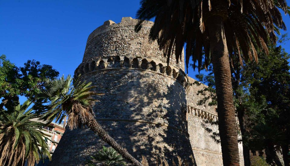 Cabin Charter Eolie - Reggio Calabria - Castello Aragonese - Vacanza in Barca a Vela - Viaggio in Barca a Vela - Calabria - Sicilia