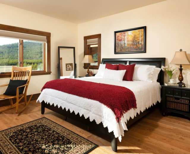 Master bedroom with king size bed and luxurious sheets In Ebony Suite about us