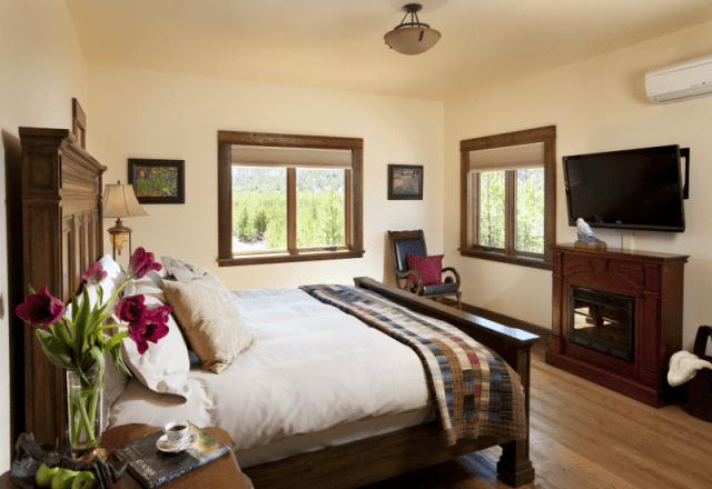 rooms gallery elegant master bedroom with king size bed and luxurious sheets in Ranch House Suite