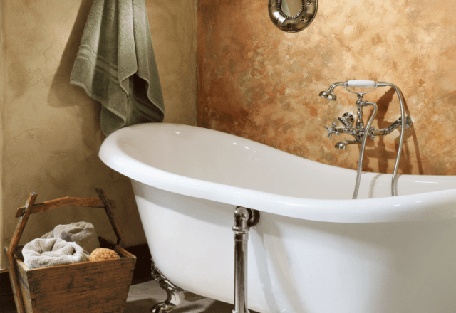rooms gallery full luxurious double soaker tub in Ranch House Suite wedding services