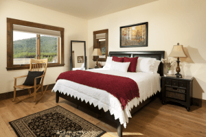 rooms gallery master bedroom with king size bed and luxurious sheets In Ebony Suite
