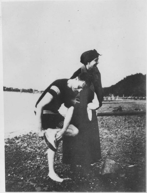 Franklin D. Roosevelt and Eleanor Roosevelt on the beach in Campobello. 1920
