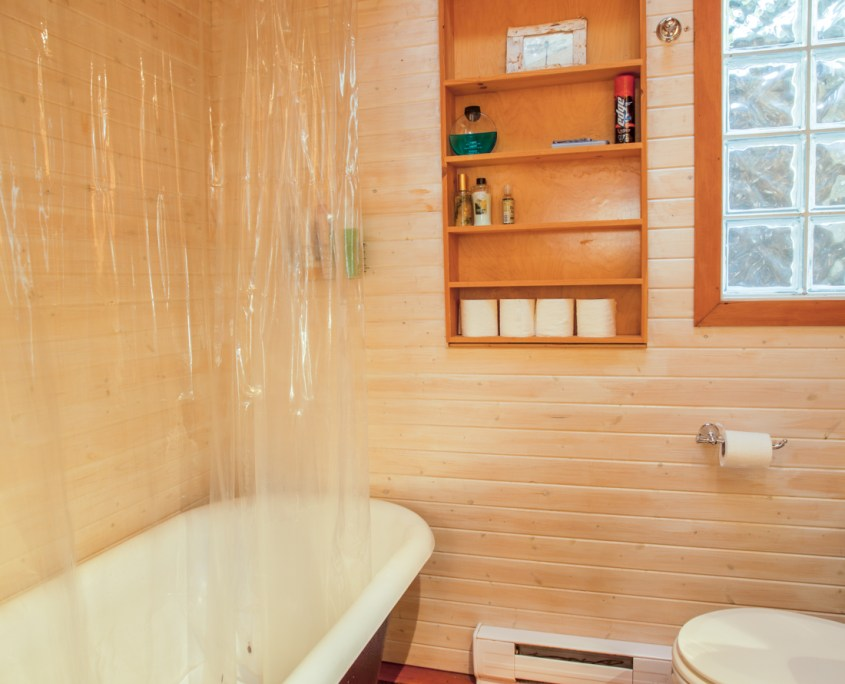 sunshine-coast-cabins-alfie-a-frame-bathroom