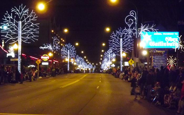 Gatlinburg Tennessee Christmas Lights 2017 | Decoratingspecial.com
