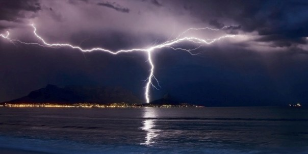 Lightning_over_Cape_Town_by_Waz7710
