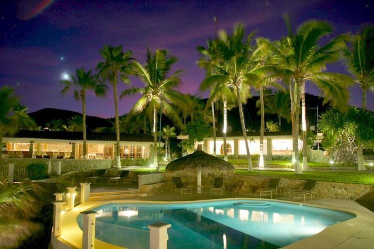 Punta_Pescadero_Hotel_Night