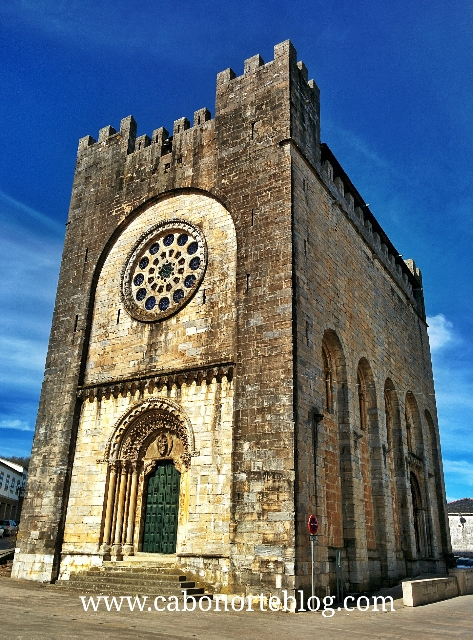 Igrexa - fortaleza de Portomarín