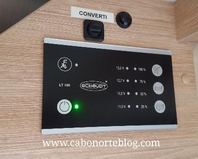 Desde estos mandos podemos controlar, entre otras cosas, el estado de batería y el convertidor a 220V