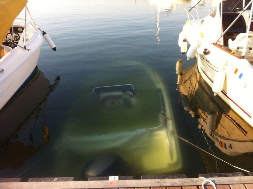 barca scufundata 1