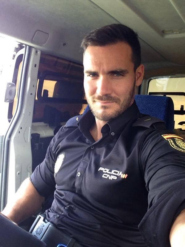 1460755132_466_FOTOS-Los-8-Policías-más-Guapos-del-mundo.-Mecaso
