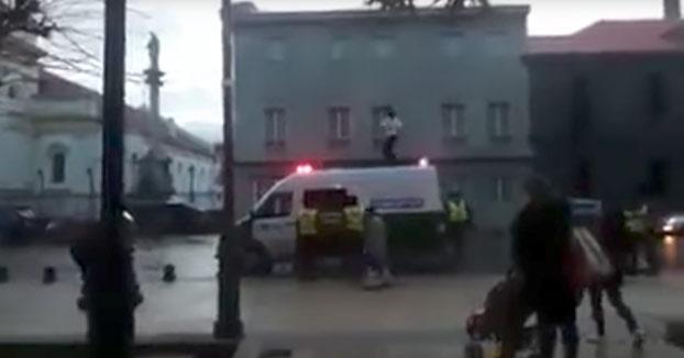 bailando-encima-furgon