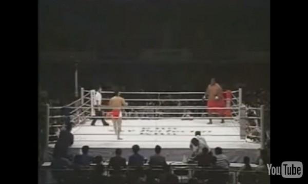 Increíble pelea de un hombre de 300Kg vs 76Kg.... ¡Madre mía cómo acaba jaja! - CABROWORLD