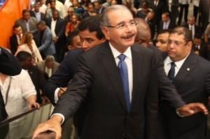 Danilo-Medina-llama_pidiendo_votos