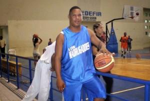 Muere jugando basket
