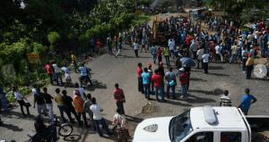 Paralizan el tránsito por la carretera de Sierra Prieta, en Santo Domingo Nortev