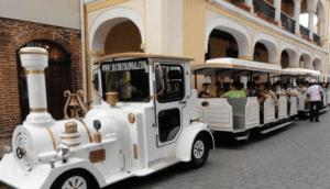 Atracan turistas en trencito de la Ciudad Colonial