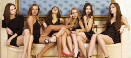 """La mujeres que están """"demasiado buenas"""" intimidan a los hombres y parecen superficiales"""