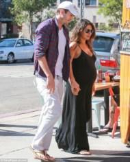 Mila Kunis y Ashton Kutcher tendrán pronto a su bebé