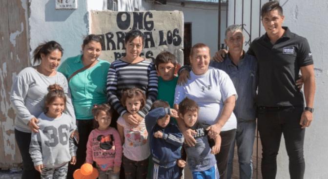 La Navidad adelantada: los regalos de Braian Toledo con los barrios carenciados