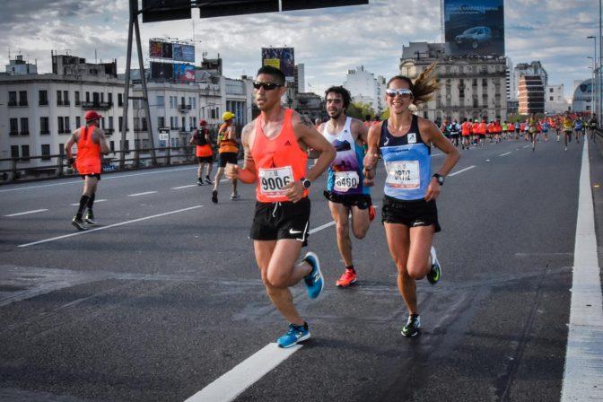 maratonistas - Miguel Bárzola y Mariela Ortiz brillaron entre los argentinos