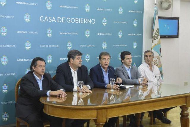 FOTO: El gobernador de Mendoza derogará la ley minera