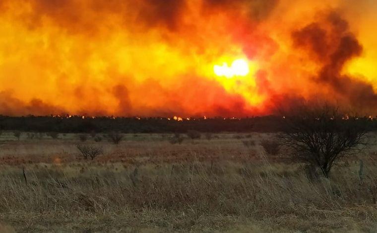 FOTO: El clima potencia los incendios en las sierras de Córdoba.