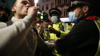 Photo of Miles de británicos se reunieron en bares antes del inicio de la cuarentena