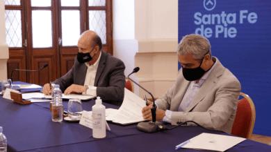 Photo of Ferraresi y Perotti firmaron convenios para la ejecución de viviendas en la provincia
