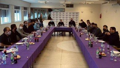 Photo of Escracharon a Facundo Moyano por las fotos de una reunión gremial