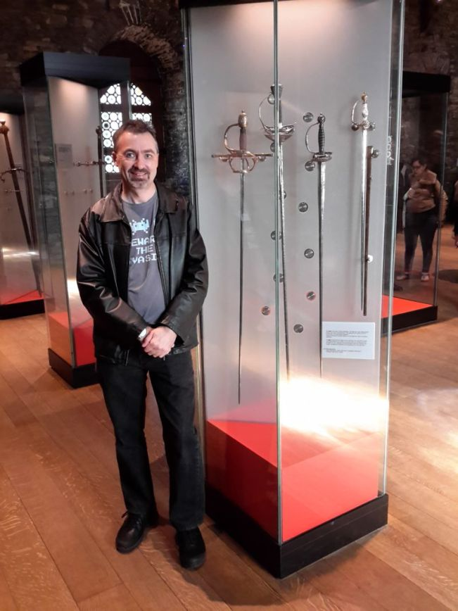 Steve likes swords