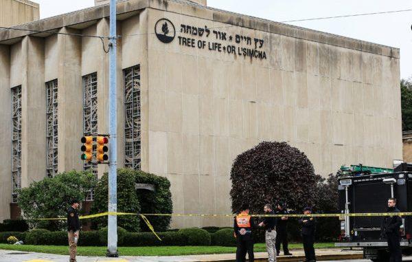 La escena del atentado en la sinagoga en Pittsburgh. Foto: REUTERS / John Altdorfer