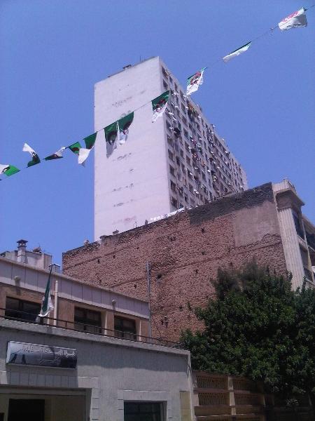 Fanions pour l'anniversaire de l'Indépendance (2011)