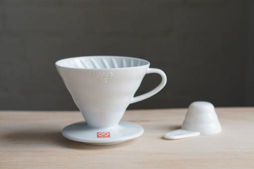 Pack Cafetero: V60 02 + Molino Hario Mini Mill + Filtros + Café en grano a elección