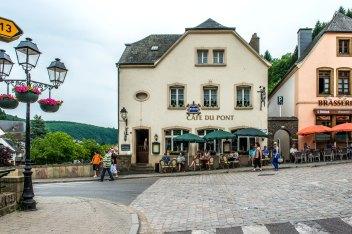 Foto von der Vorderseite des Cafe du Pont.