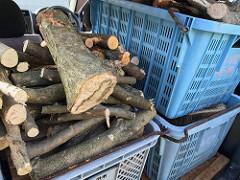 薪を運ぶのが大変!