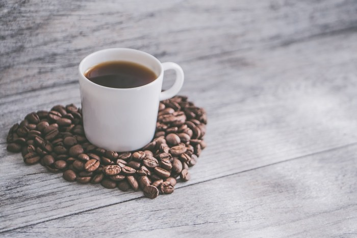 taza de cafe con granos, san valentin cafe te arte