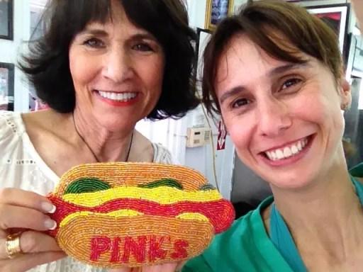 me odeio nessa foto, mas tô feliz ao lado de Glória Pink (uma das proprietárias da casa!)