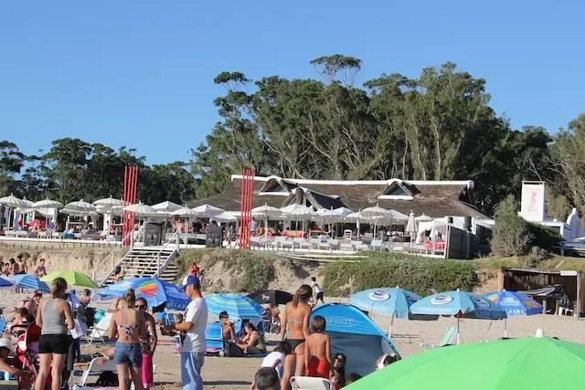 Ao fundo, o badalado Parador Gecko Solanas by Ibiza, também em Portezuelo