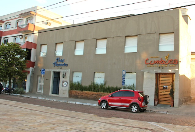 Nosso hotel em Dom Pedrito ao lado do excelente restaurante Cumbuca