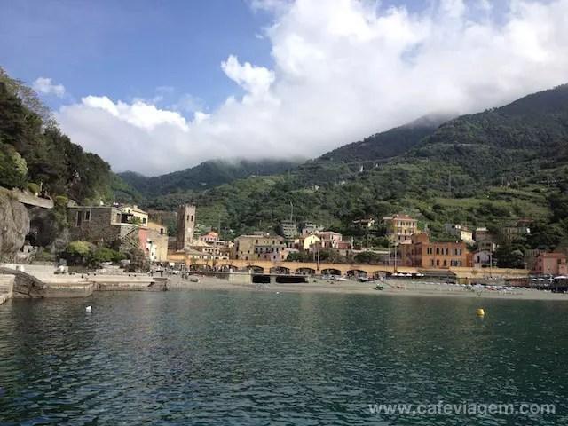 O lado histórico de Monterosso, por onde parte o barco turístico para os outros vilarejos